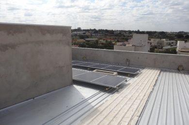 Casa em construção gera créditos de energia